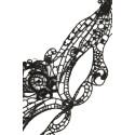 Masque ouvragé noir en crochet amidonné